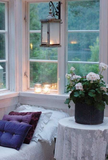 гледка зад прозореца