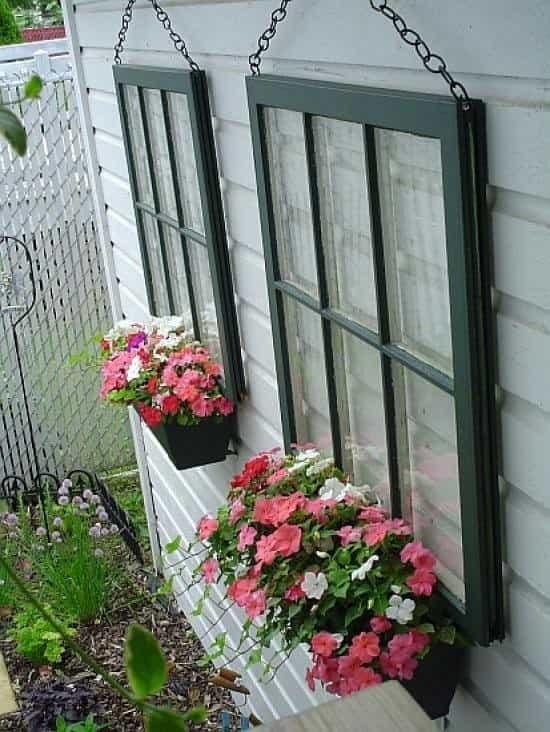 закачалки за цветя от стара дограма