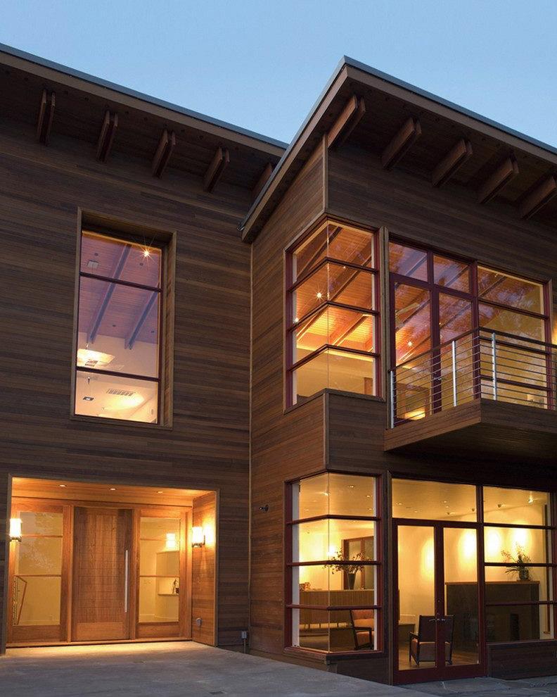фасада с ъглови прозорци