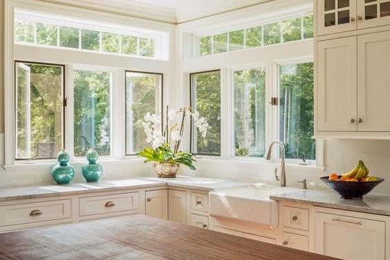 прозорци в кухнята