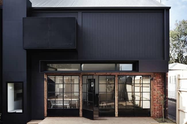 черните прозорци и екстериора