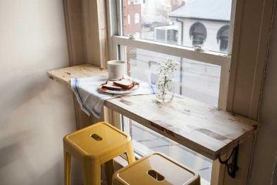 на кафе до прозореца